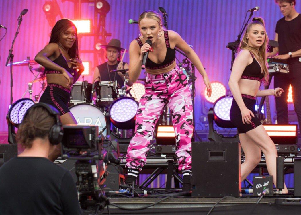 Därför blev Zara Larsson rasande på en man i publiken under sitt uppträdande