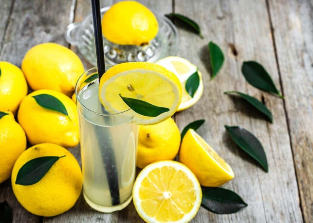 Så dricker du citronvatten på bästa sätt - för maximal hälsoeffekt