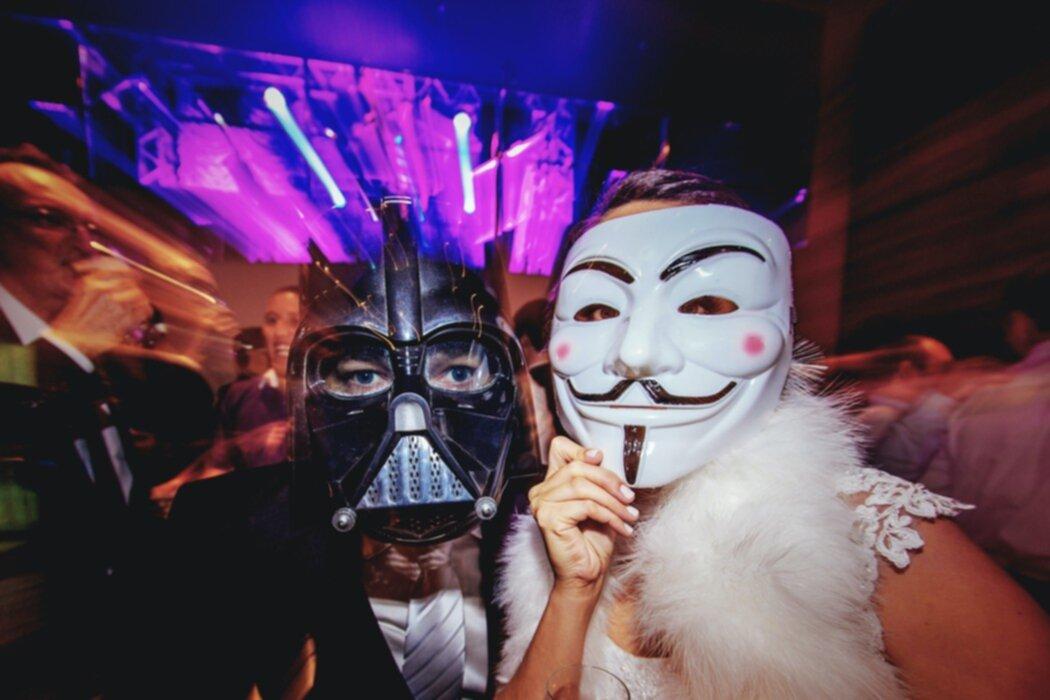 14 roliga teman till årets fester