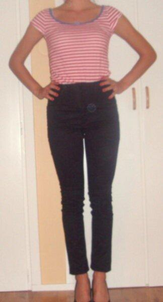 höga svarta jeans