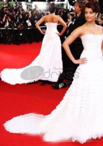 f872edf8e922 Den vita västen spets kjol använder enkla färger, ge flickor ren bild. Med  klassiska svarta högklackade skor kan charmig alla.